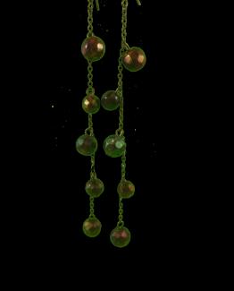 Manouk Set oorbellen van metaal met kleine balletjes met facetten in donkere tinten.