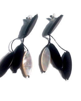 Manouk k188-1 Salem Oorbellen / bijoux / zwart-wit / parelmoer