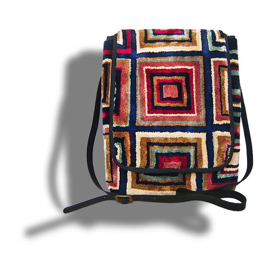m8-599-19 / MESSENGER / / made of carpet / tapijt tas